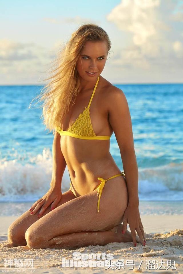 网球小天后海边拍摄比基尼大片,火辣身材高颜值不输一线超模